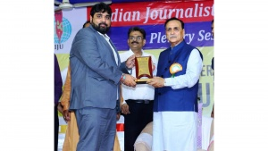 Karnavati University got award for excellence in education